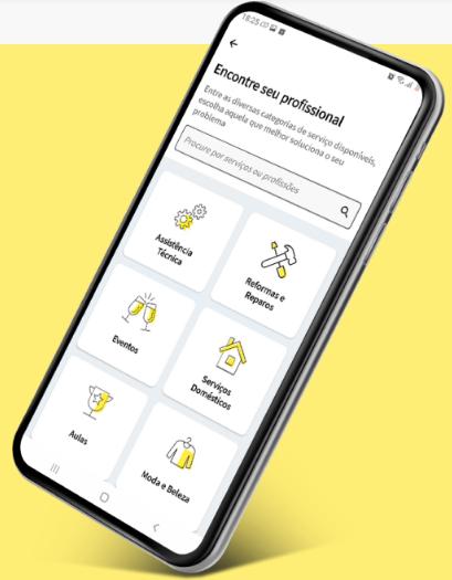 Imagem de um celular com o aplicativo do GetNinjas em primeiro plano